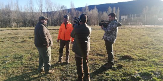 "A moment of the recording of ""Veda Abierta"" TV show, by Movistar +, during the test with lead-free ammunition held in the Sierra de la Demanda."